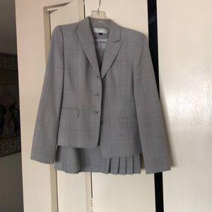 Tahari woman's skirt suit